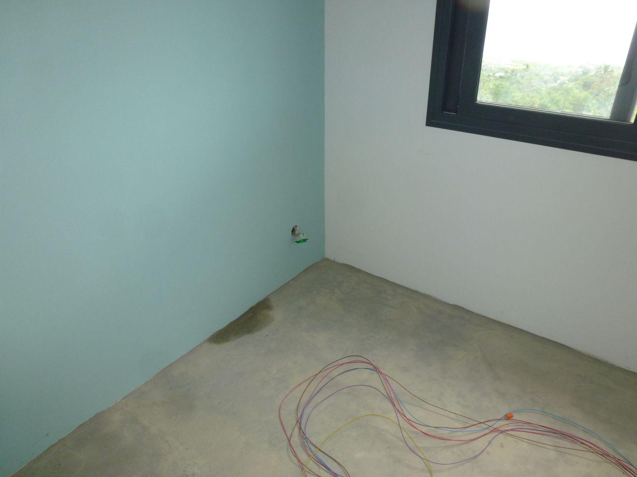 Infiltration d'eau dans la chambre bleue du R 1 , chambre justaposée à la toiture terrasse