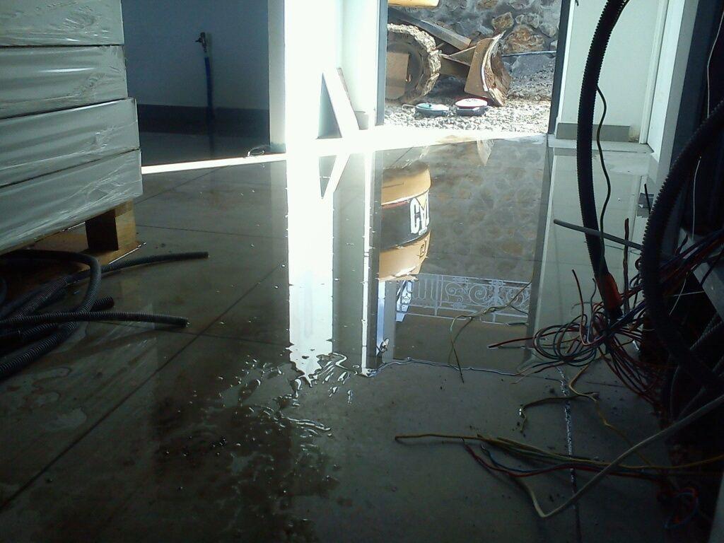 Inondation au branchement de la maison au compteur d'eau