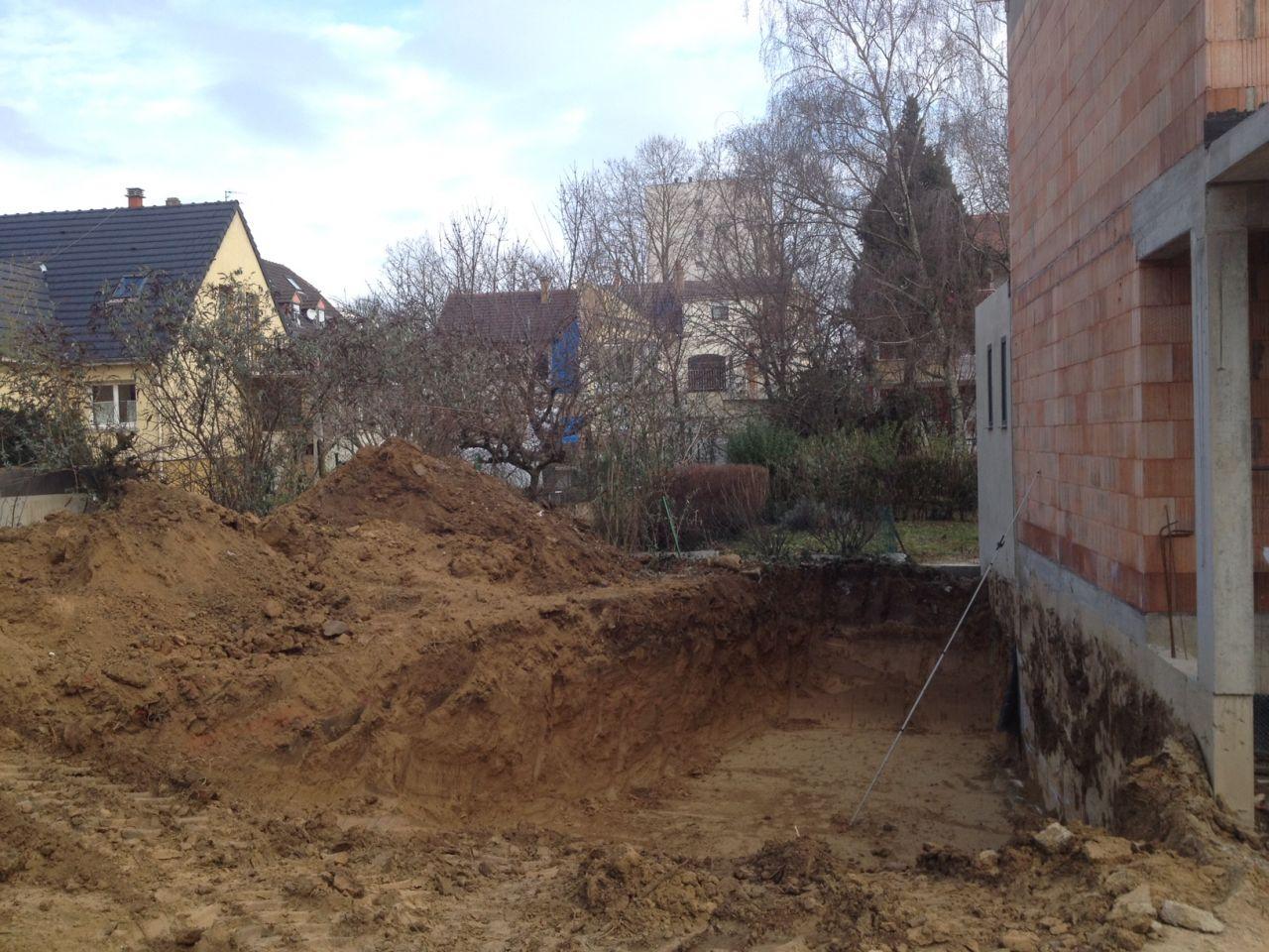 Début du terrassement (la maison en construction à droite sur la photo est celle du voisin).