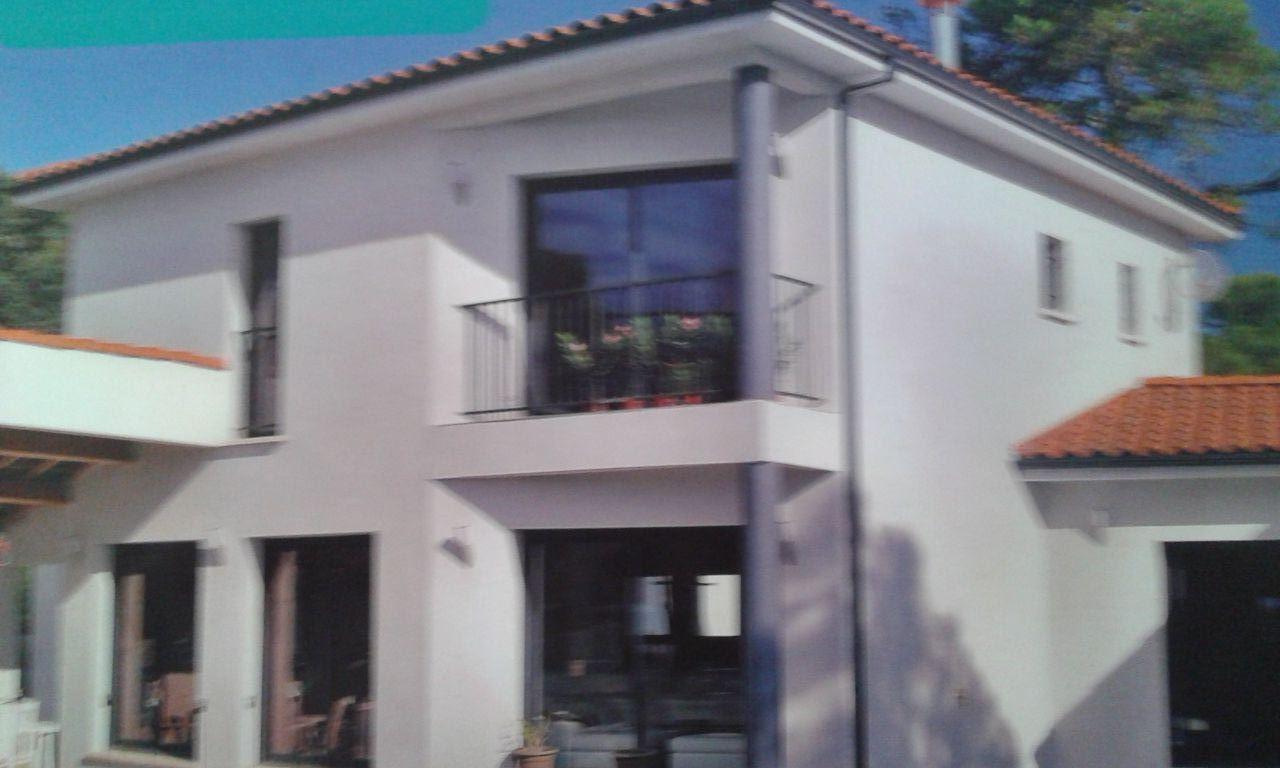 Exemple de débord de toiture en corniche béton, avec la gouttière (dsl photo flue...) <br /> Je ne connais pas les dimensions, celle prévue sur notre maison sera de 45*15, je pense que c proche
