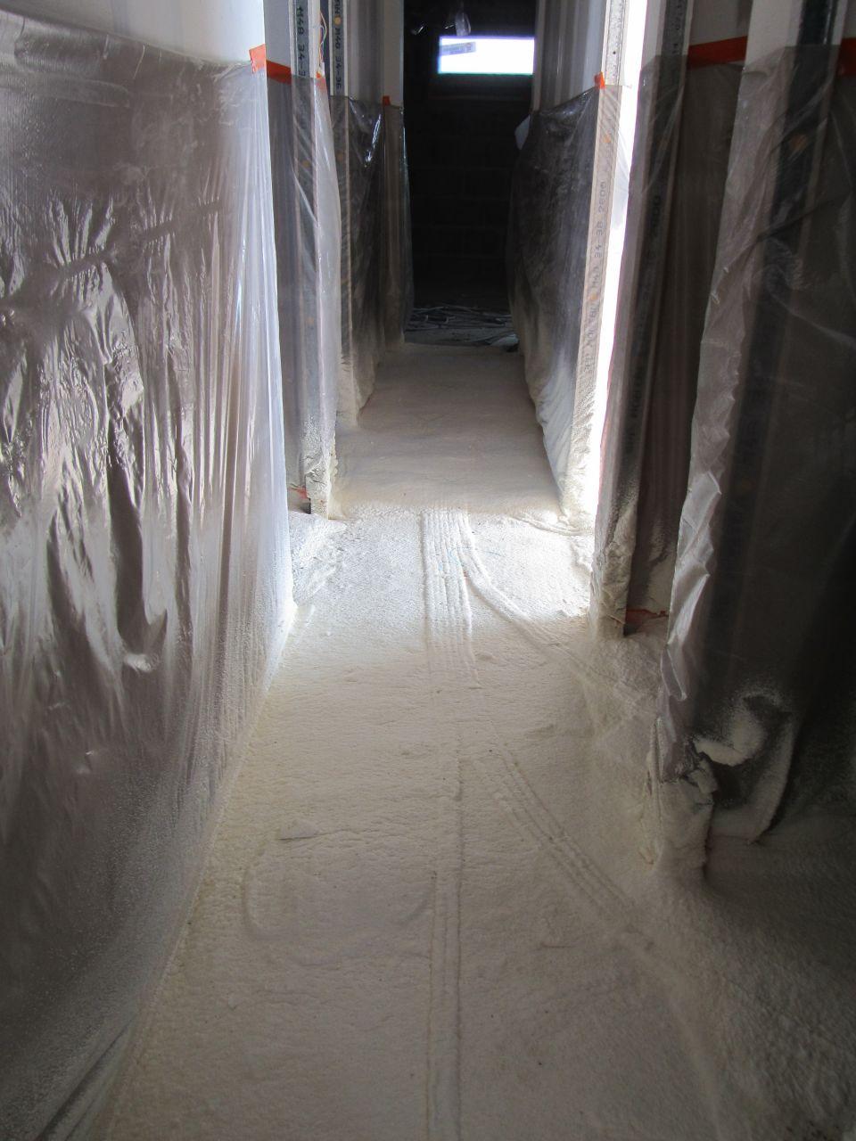 Chape polyuréthane au sol en cours
