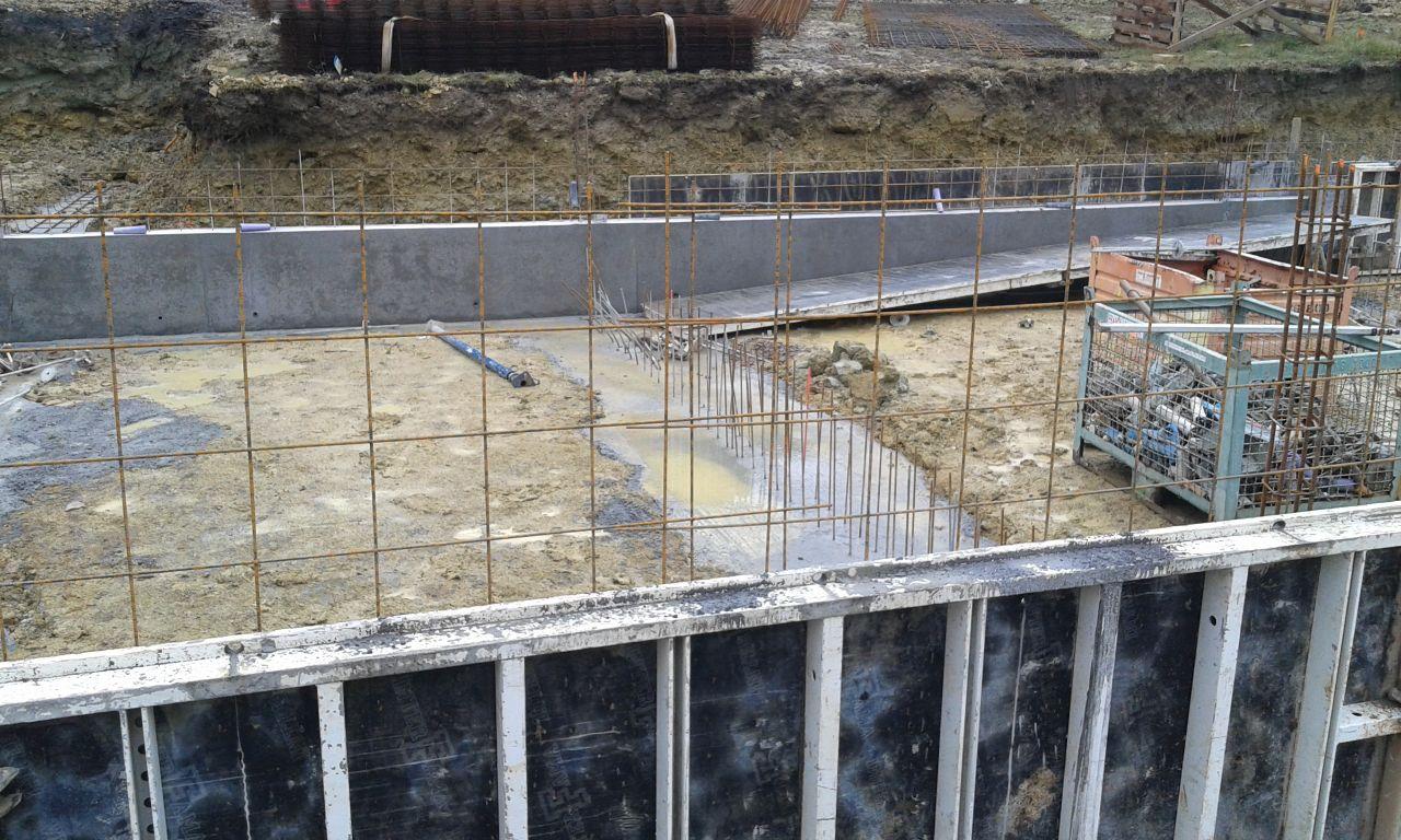Les 1eres banches sont en place, début du mur du Vide sanitaire coulé