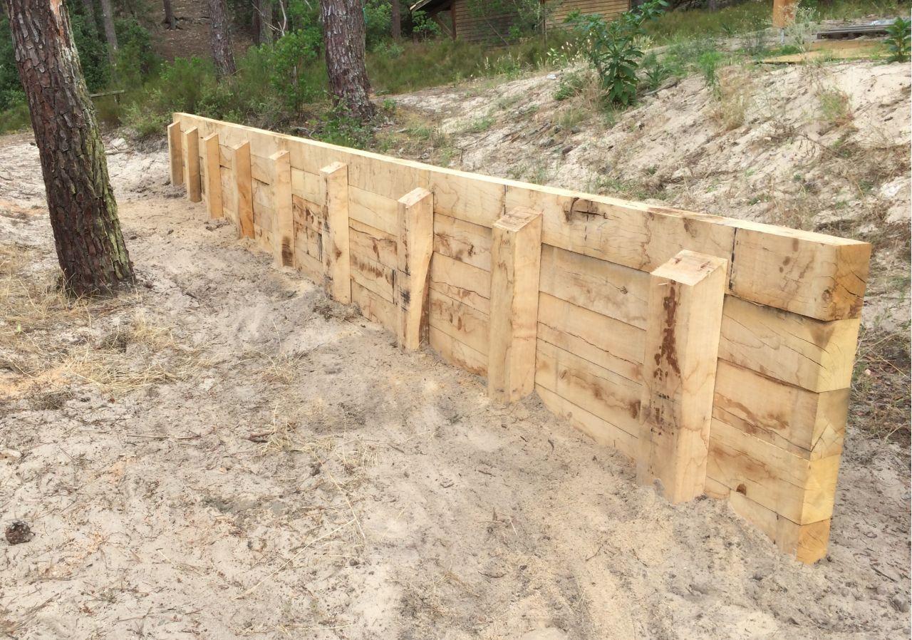 Suite des travaux remise des clefs remblai autour de for Mur de soutenement en bois photos