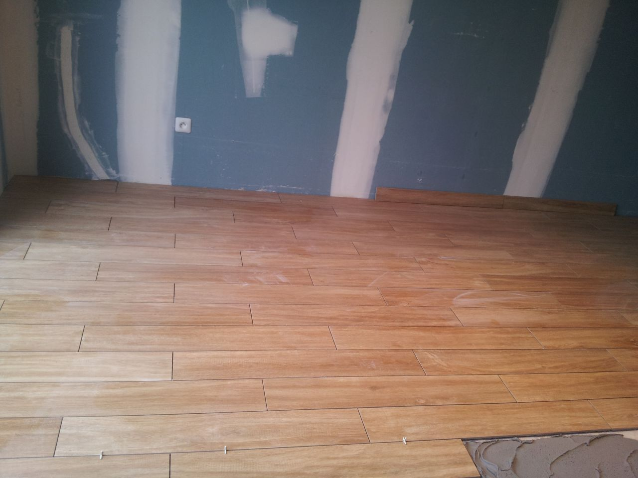 Pose carrelage imitation parquet joint 28 images pose for Carrelage imitation parquet 15x90