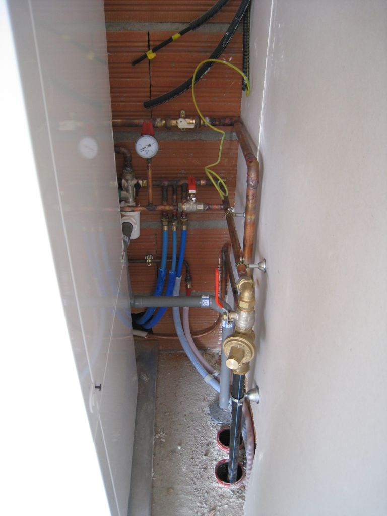 La peinture de sous couche le sanitaire et le chauffage - Inconvenient plancher chauffant electrique ...