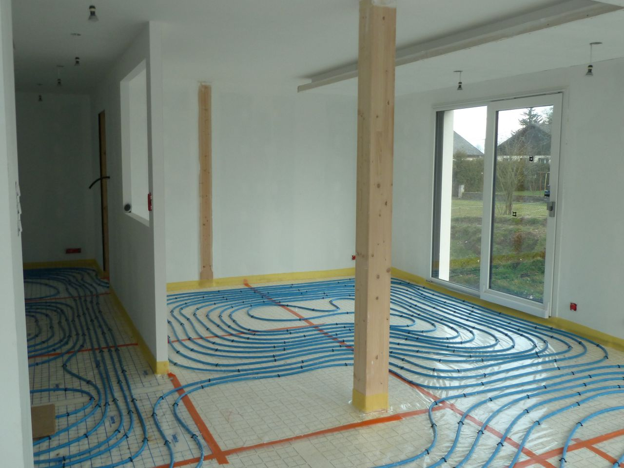 Mousse pu au sol et plancher chauffant plafond lumineux for Bandeau lumineux plafond
