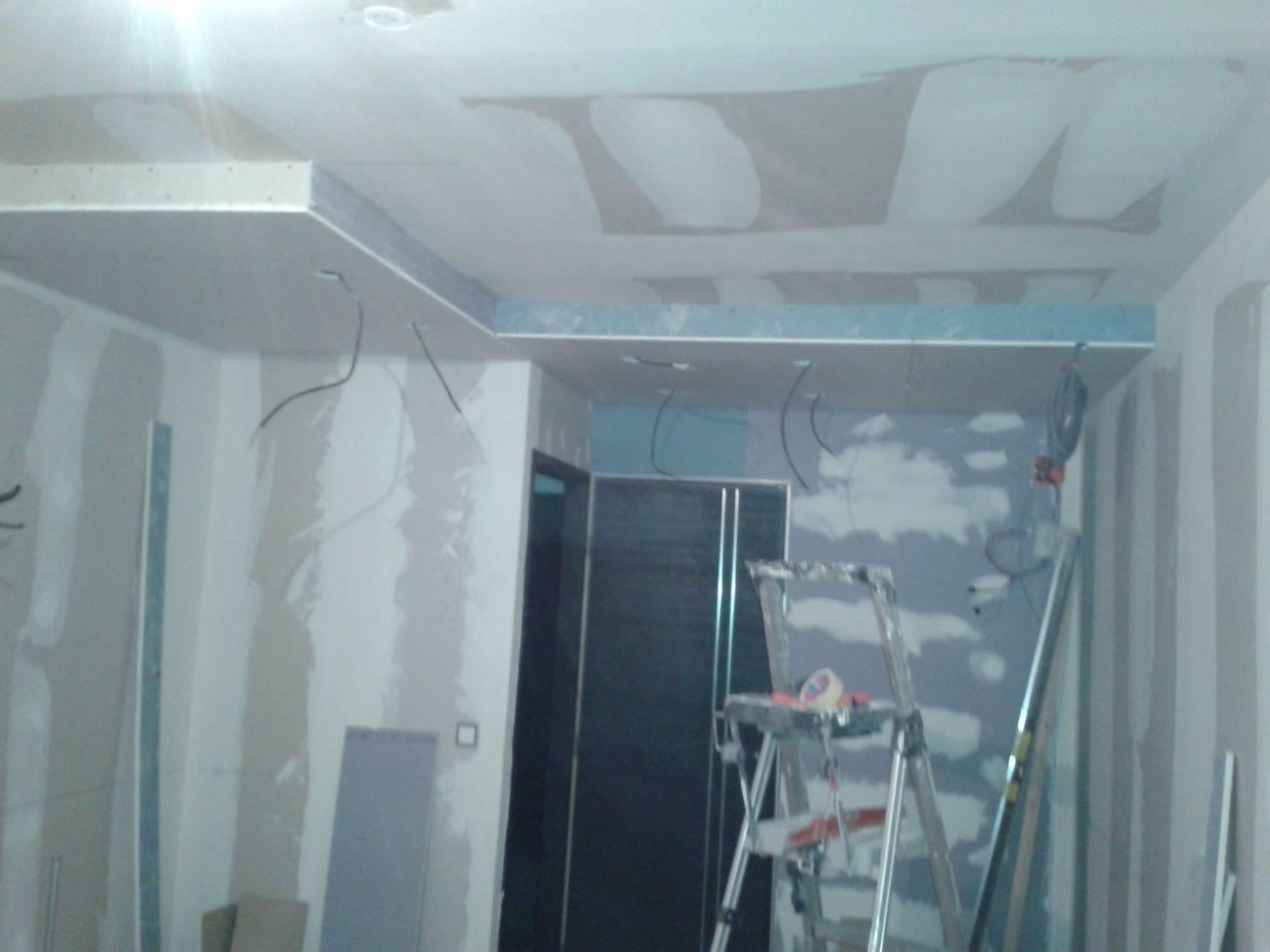 pose du plafond surbaissé pour encastrer les spots