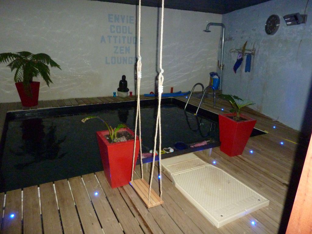 les eclairages de la piscine de nuit