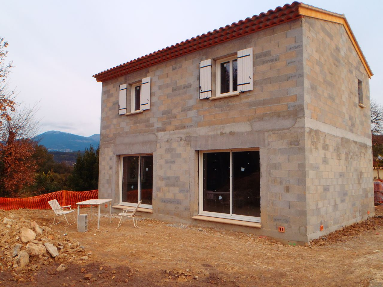 Fin d 39 intervention des macons charpente et couverture for Constructeur de maison hors d eau hors d air