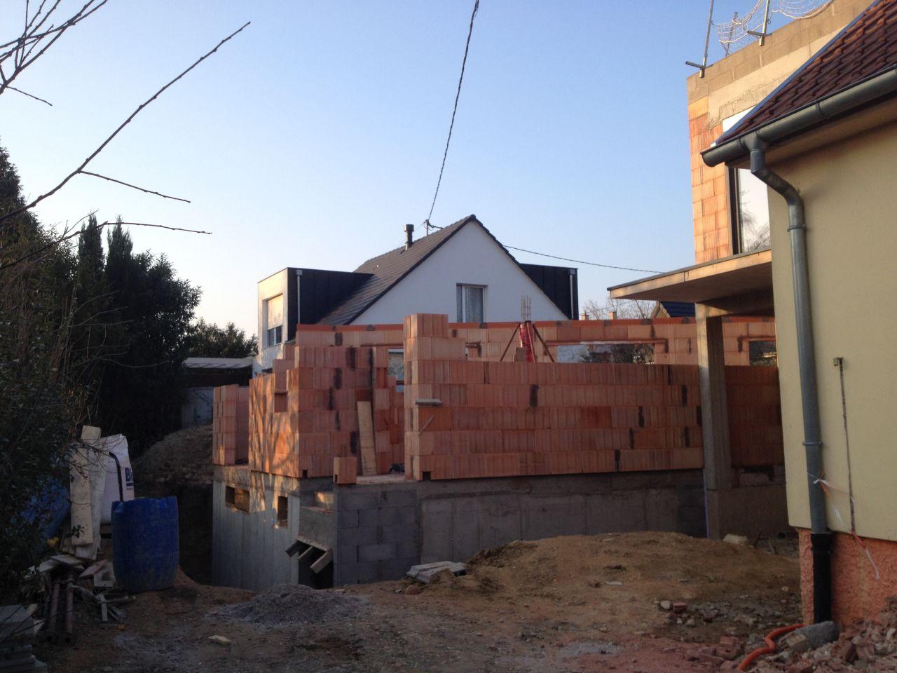 Début de l'élévation des murs du rez-de-chaussée