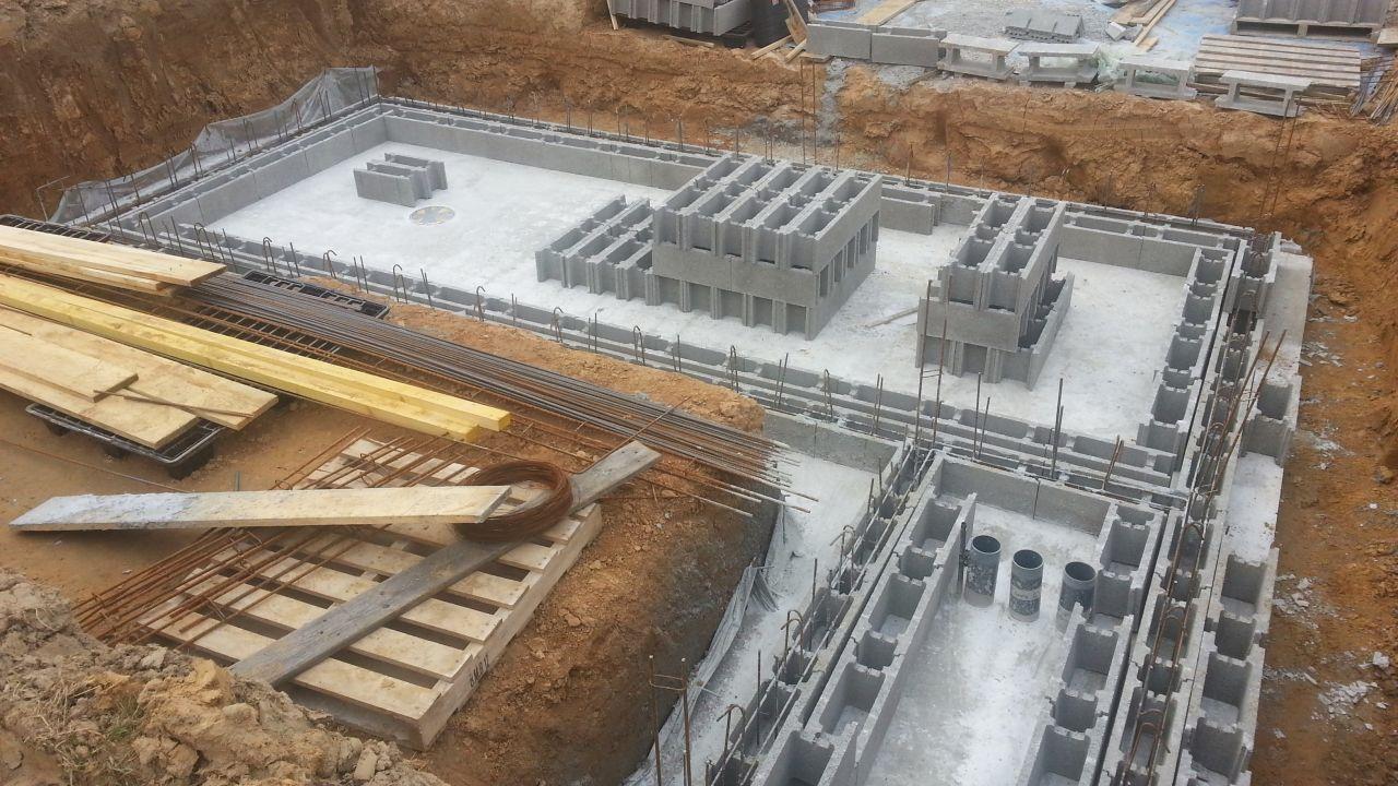 Préparation montage des blocs bassin