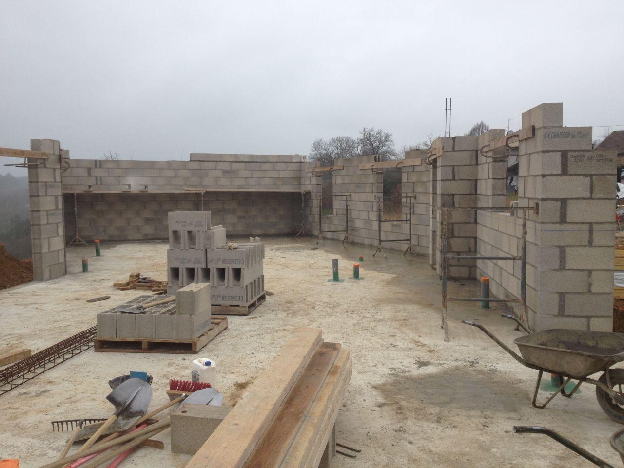 Montage des murs parpaings creux