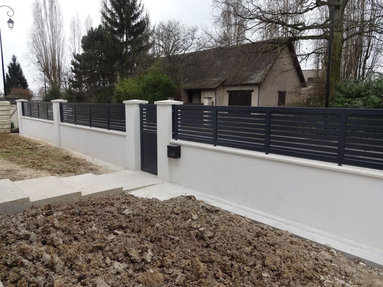 Portail gris - Le Plessis Trevise (Val De Marne - 94) - mars 2015