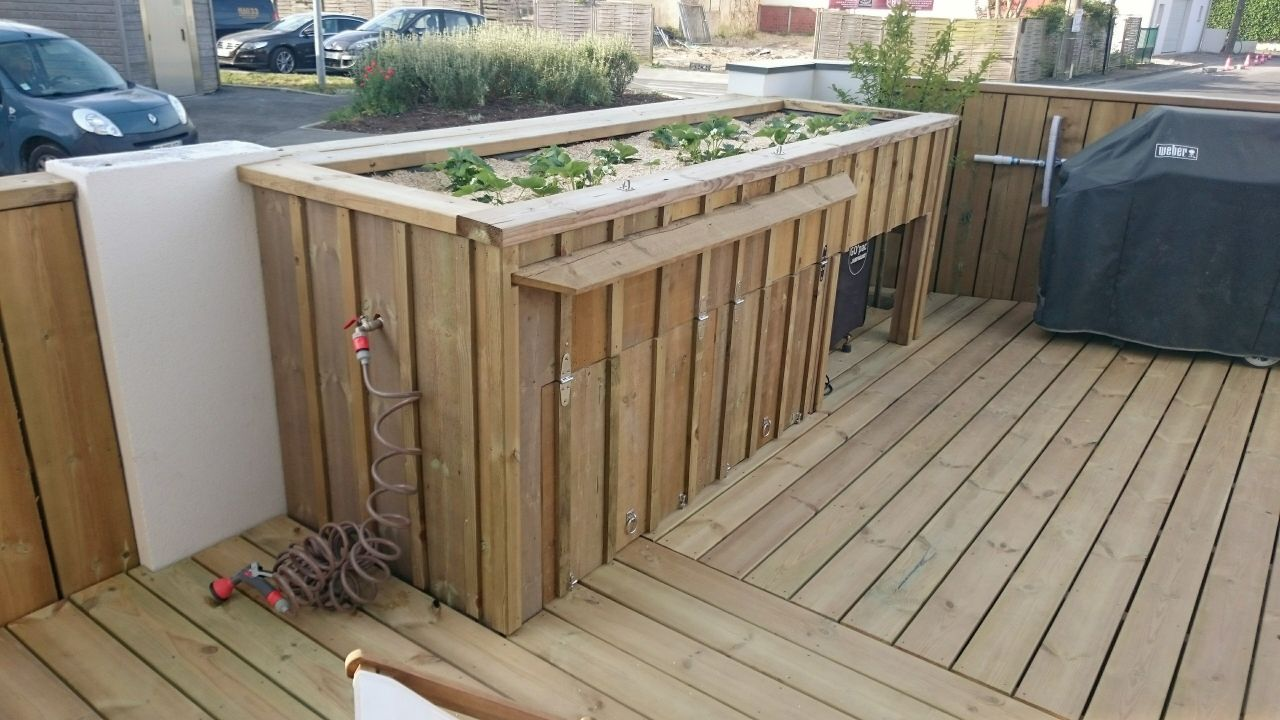 Construire une piscine sur un toit terrasse for Local technique piscine plastique