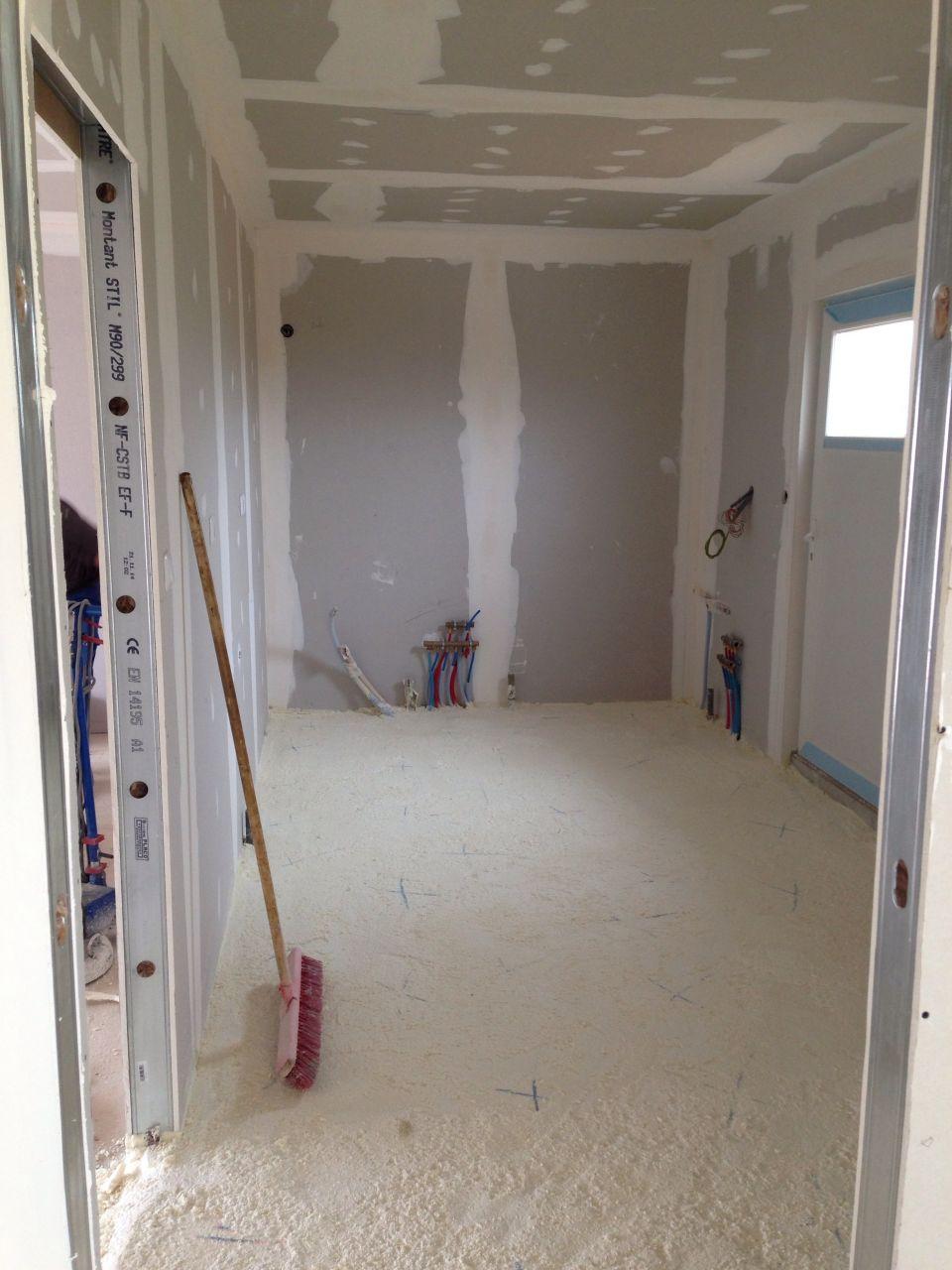 electricit plomberie cloisons joints et pon age fini mousse polyur thane projet e au. Black Bedroom Furniture Sets. Home Design Ideas