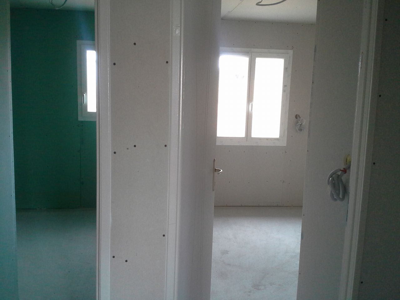 chambre et sdb vue du couloir
