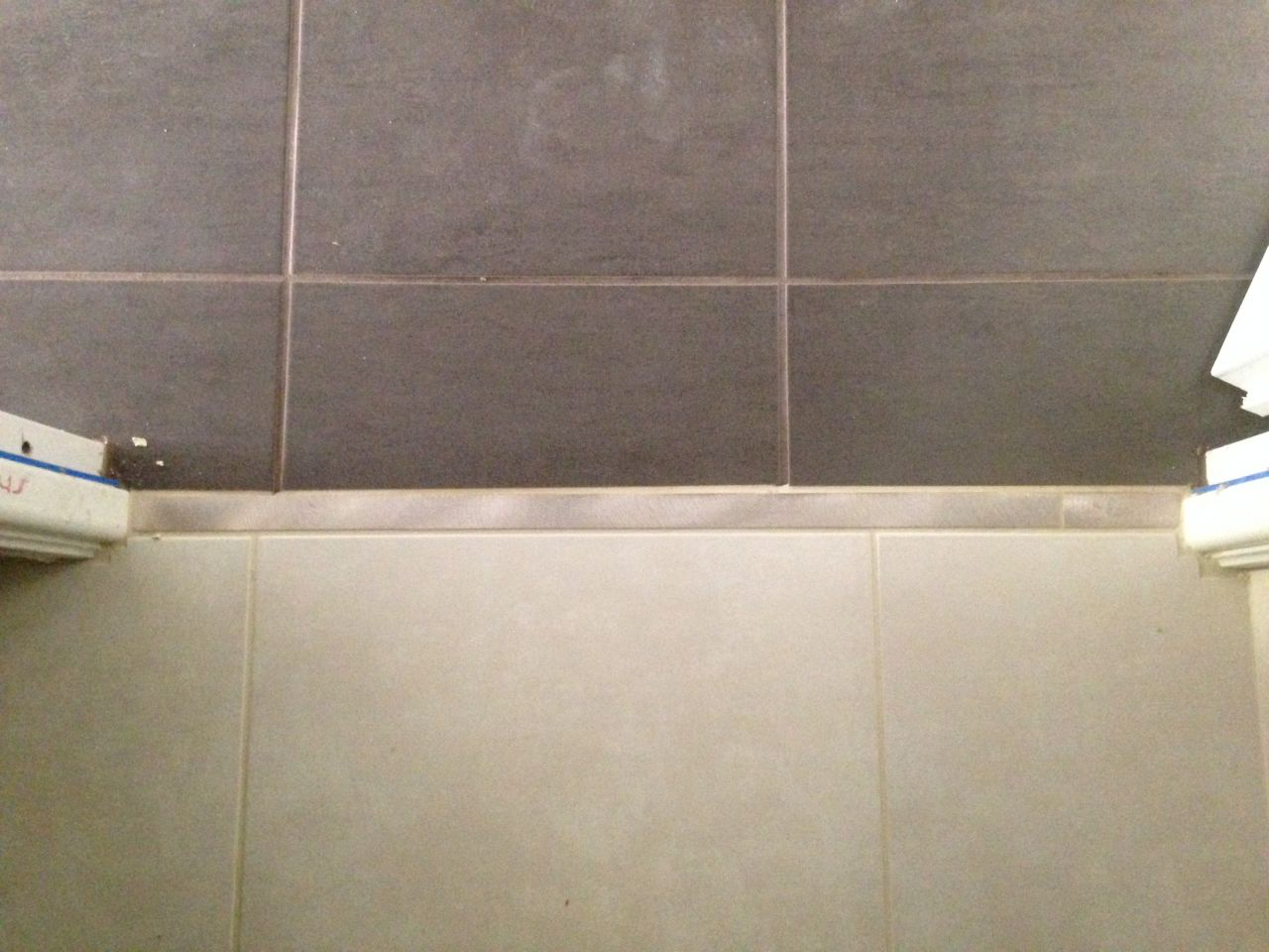Carrelage fini hericy seine et marne for Carrelage wc gris