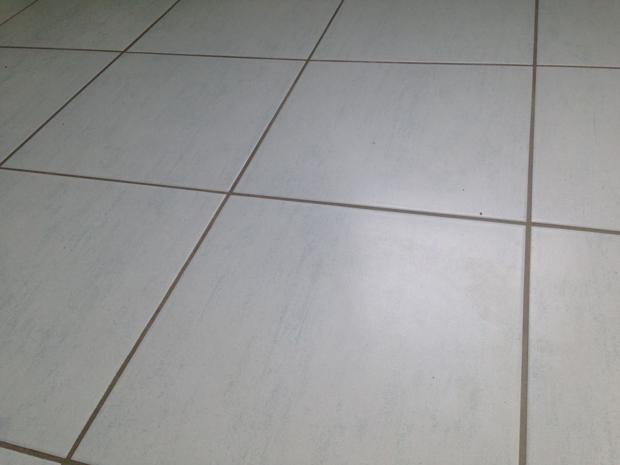 Carrelage fini hericy seine et marne for Carrelage blanc joint blanc