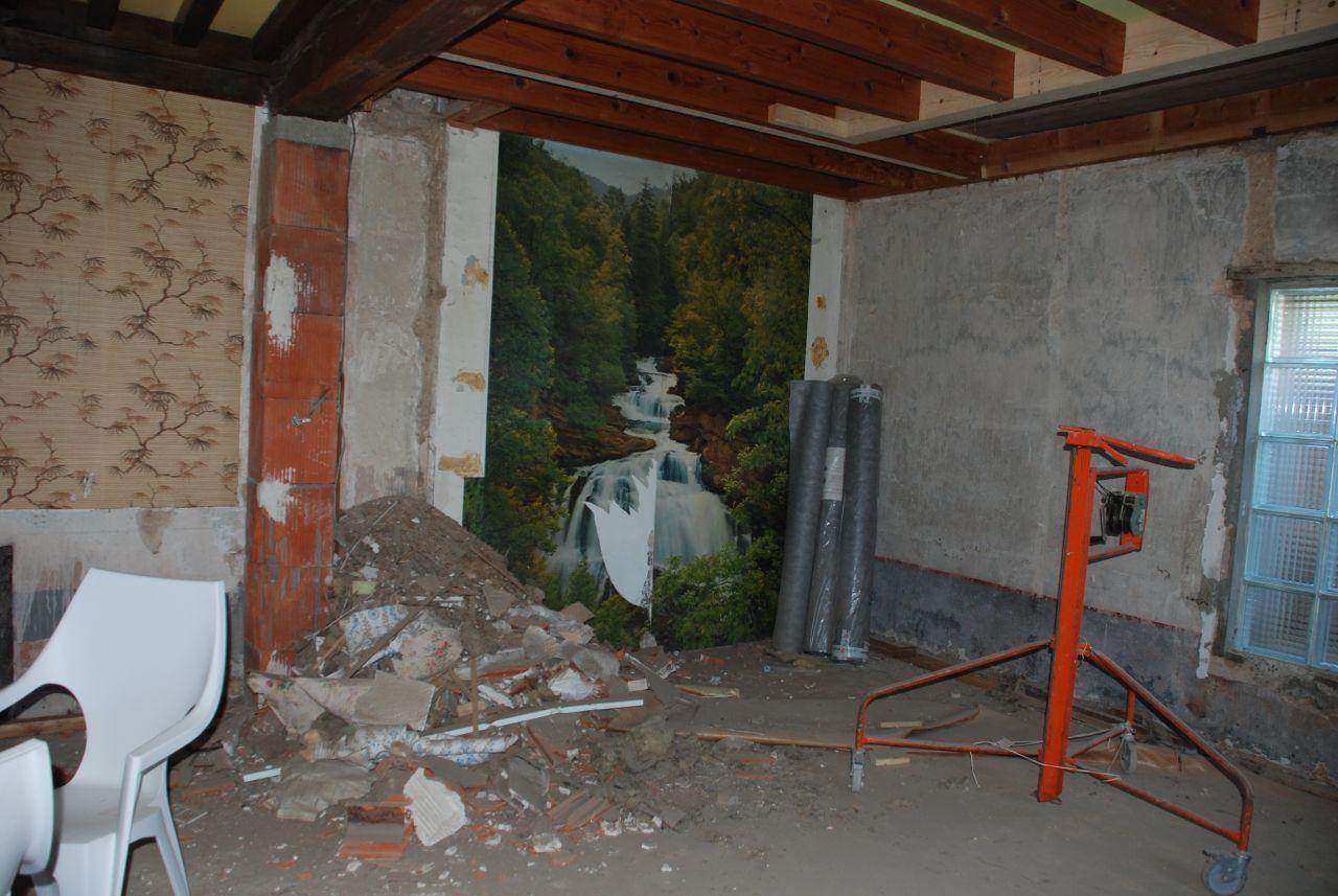 on a cassé la colonne de ventilation de la chaudière et installé l,ouverture d'escalier