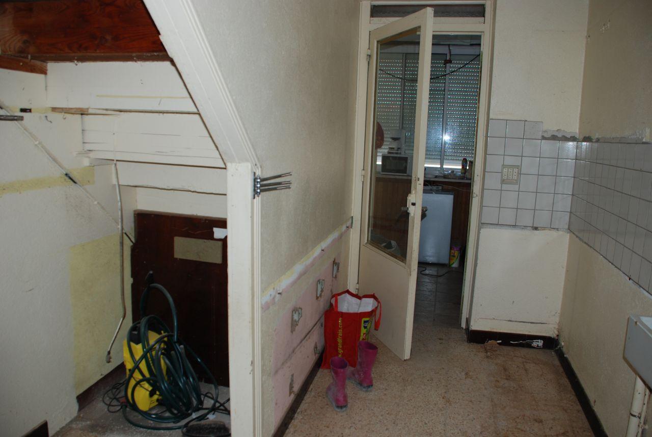cuisine détruite, l'escalier va sauter également pour ouvrir la zone sur la salle a manger