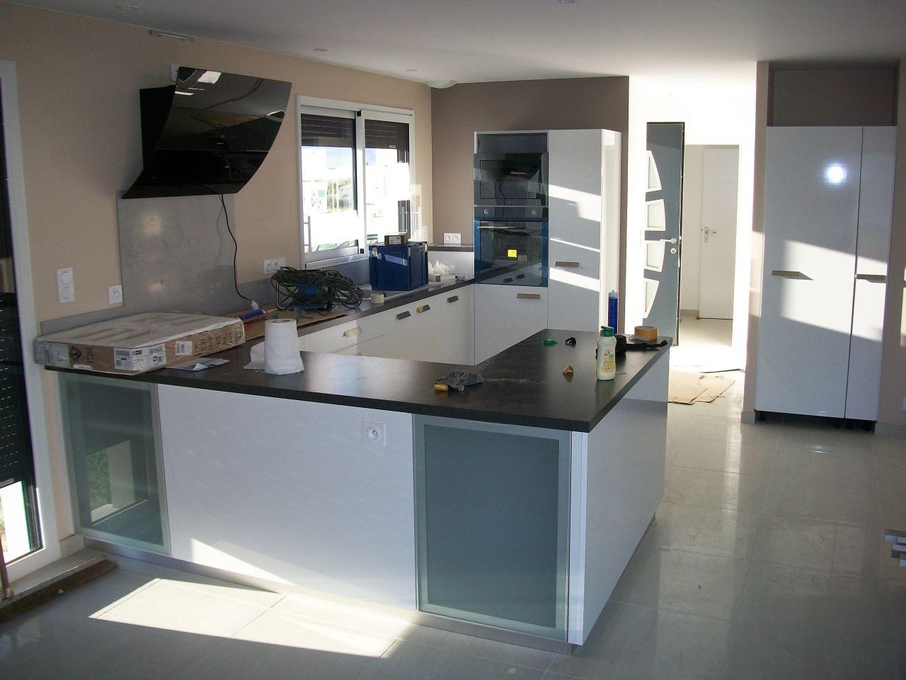les peintures sont finies pose de la cuisine plaisance du touch haute garonne. Black Bedroom Furniture Sets. Home Design Ideas