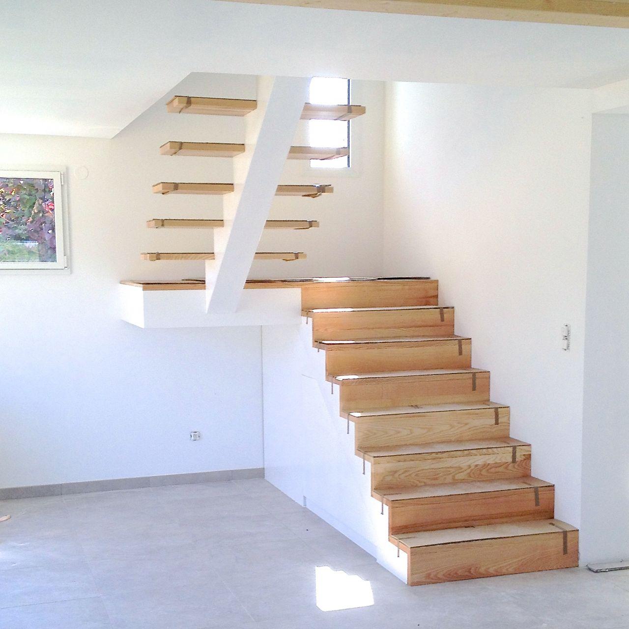 L'escalier fini en attente de garde-corps