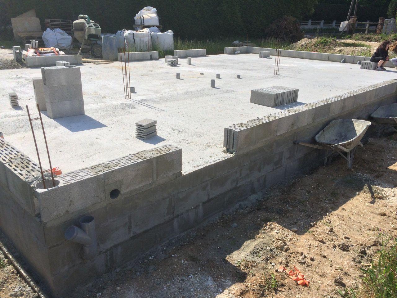 Redémarrage des travaux. Les murs vont pouvoir monter !