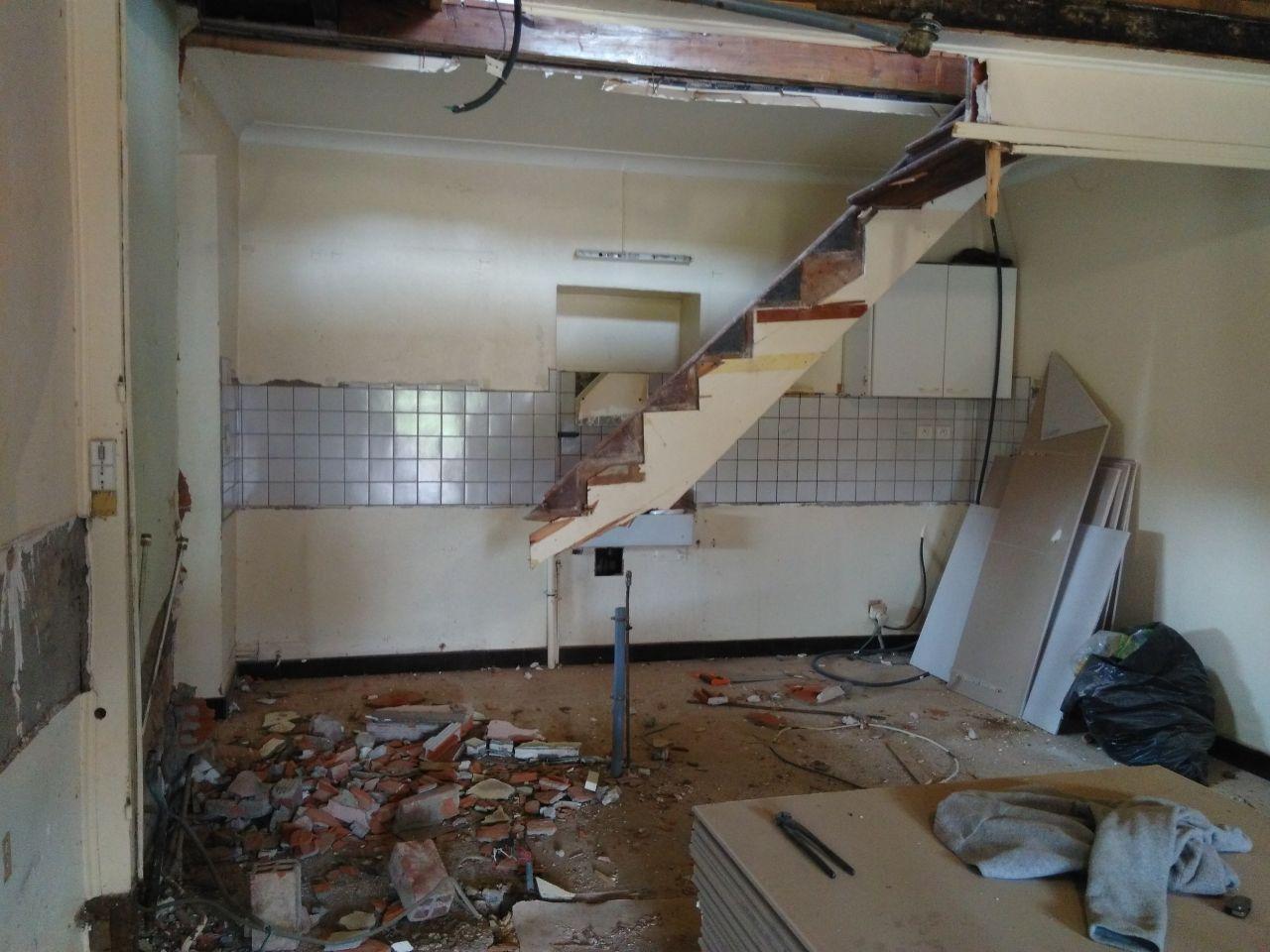 l'ancien escalier en cours de démolition
