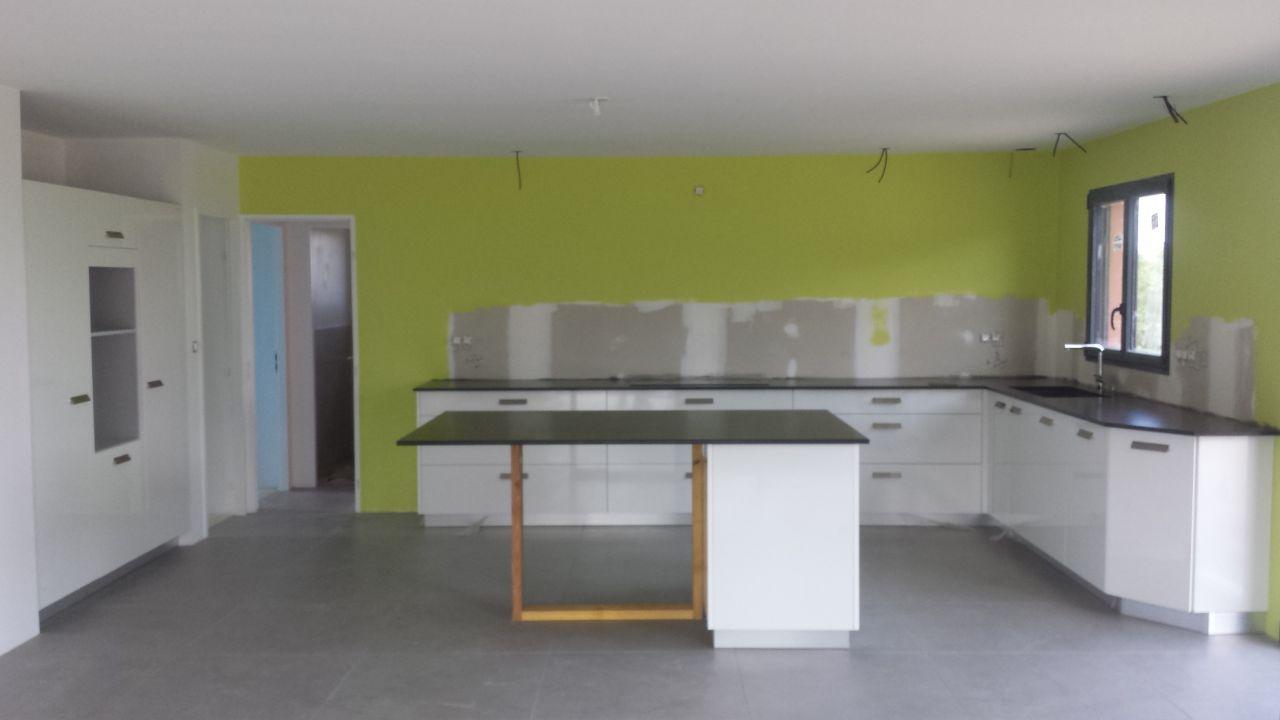 Carrelage des chambres pose de la cuisine piscine for Prix installation cuisine