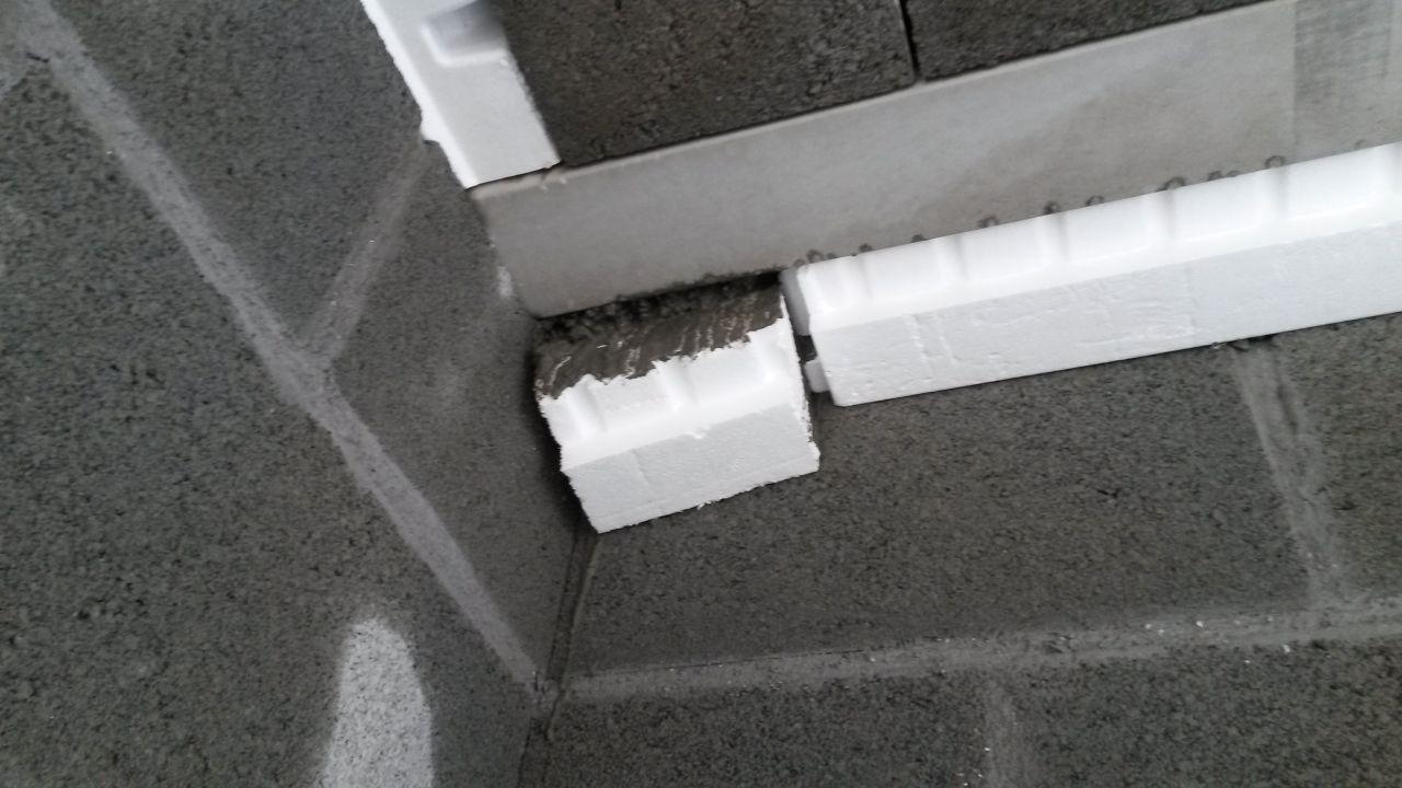 Polystyrène qui a glissé lors du coulage de la dalle du haut