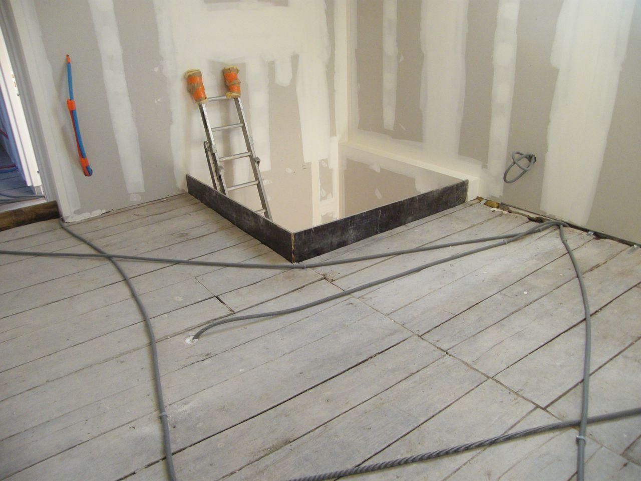 doublage rez de chauss e projection de polyur thane sur plancher bois plancher chauffant. Black Bedroom Furniture Sets. Home Design Ideas