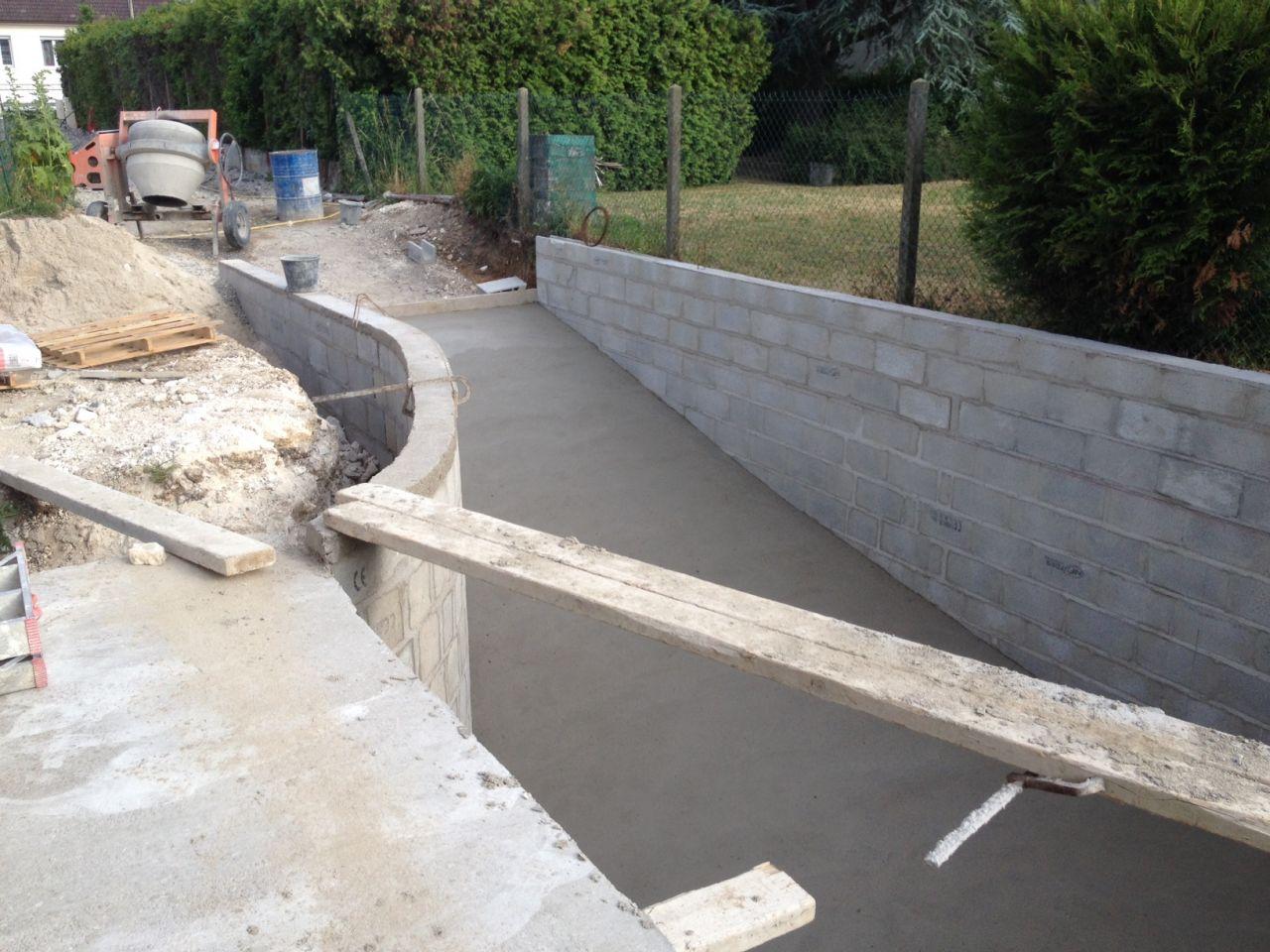 Photo vue de la descente de garage depuis la passerelle for Descente de garage en beton desactive