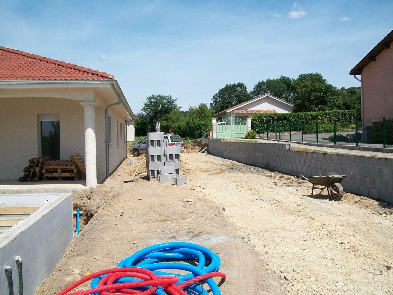Carrelage d but mur de soutenement piscine c 39 est parti for Piscine bourgoin jallieu