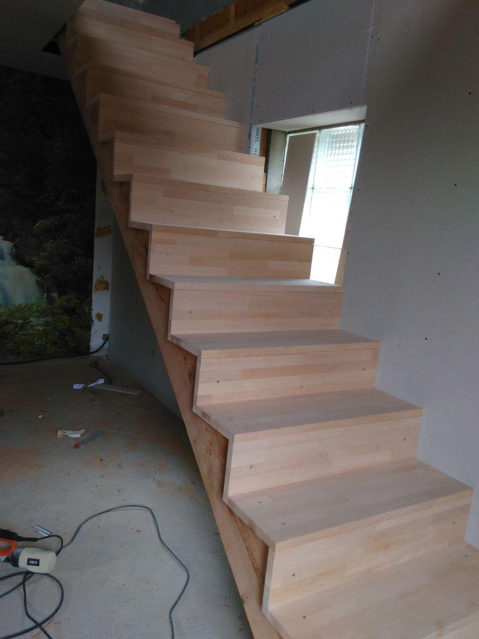 l'escalier posé  il est beauuuuuuuuuu