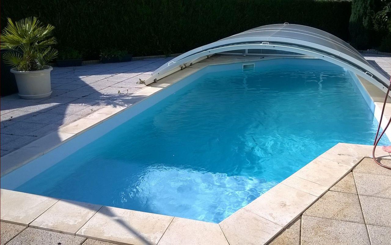 De la couleur dans notre deco noir et blanc piscine for Liner de piscine qui plisse