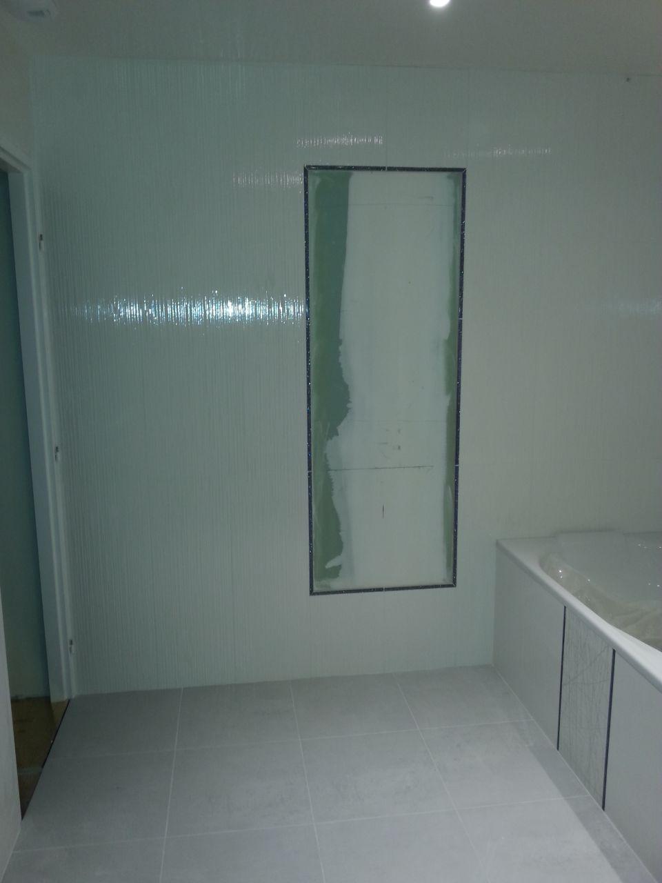 La pose de notre miroir hors norme de la salle de bain for Pose miroir salle de bain