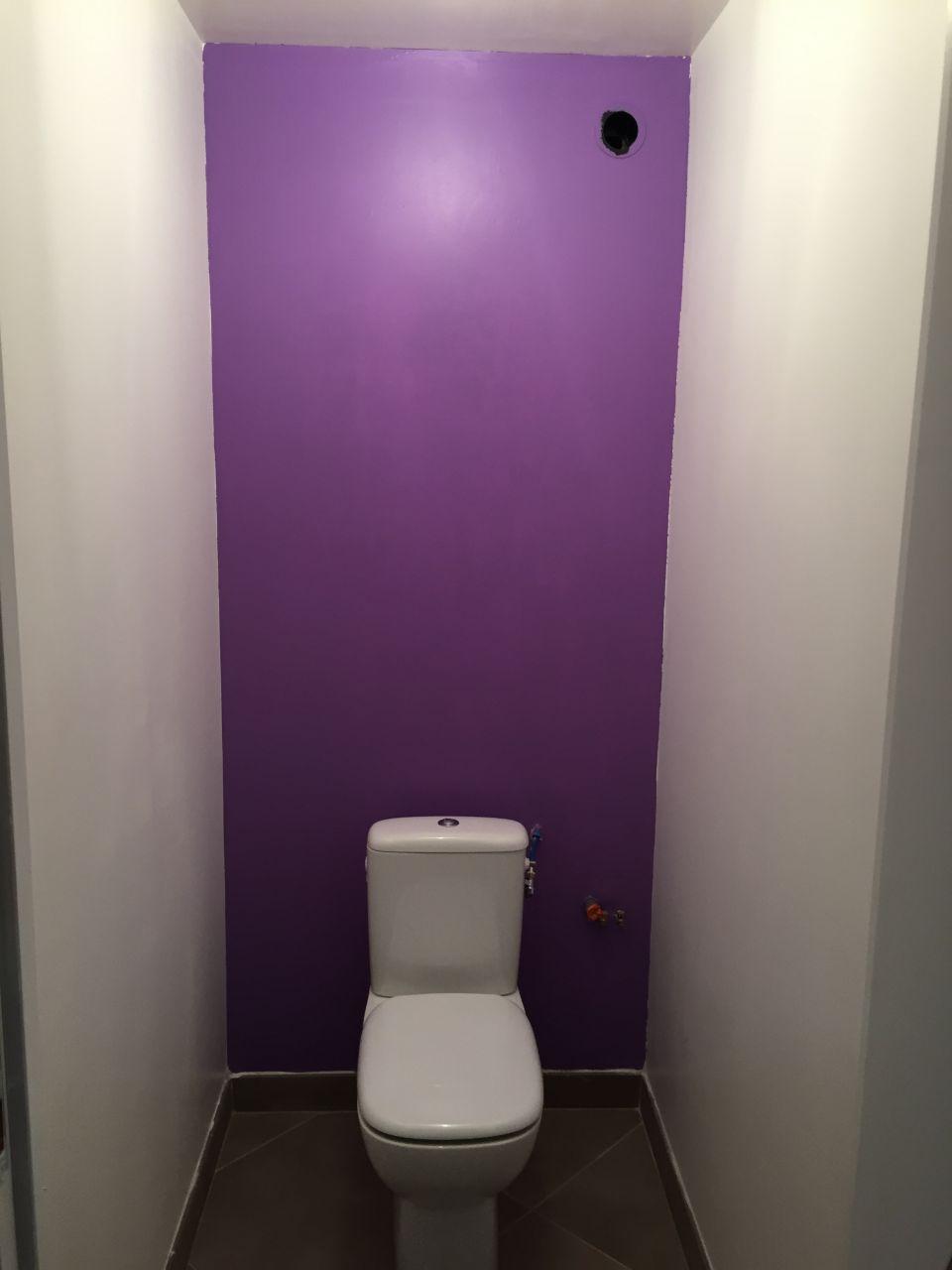 peinture dans les toilettes enfants