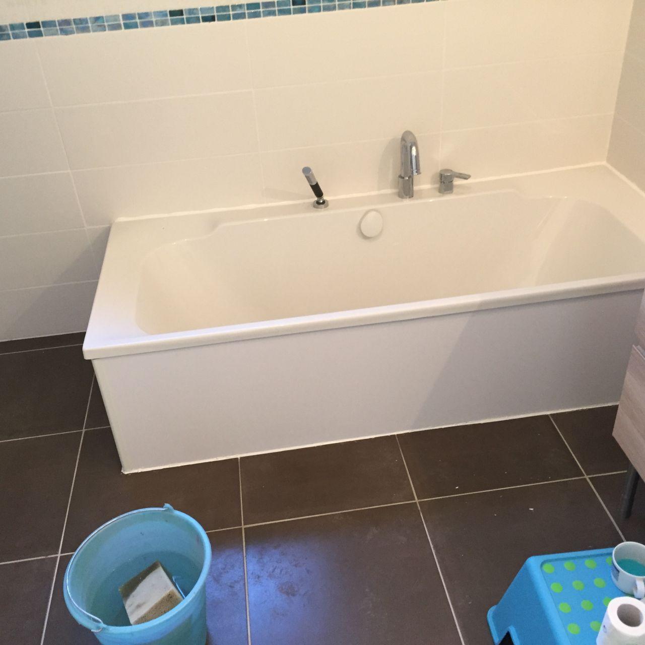 pose du tablier de baignoire