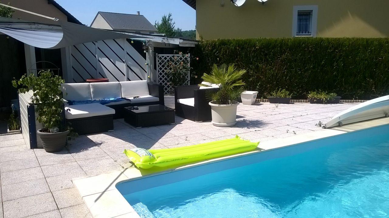 de la couleur dans notre deco noir et blanc piscine r nov e le bonheur petite vue de mon. Black Bedroom Furniture Sets. Home Design Ideas