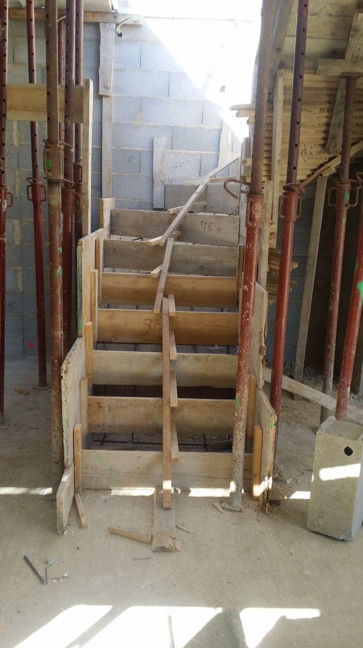 toujours le coffrage de l'escalier