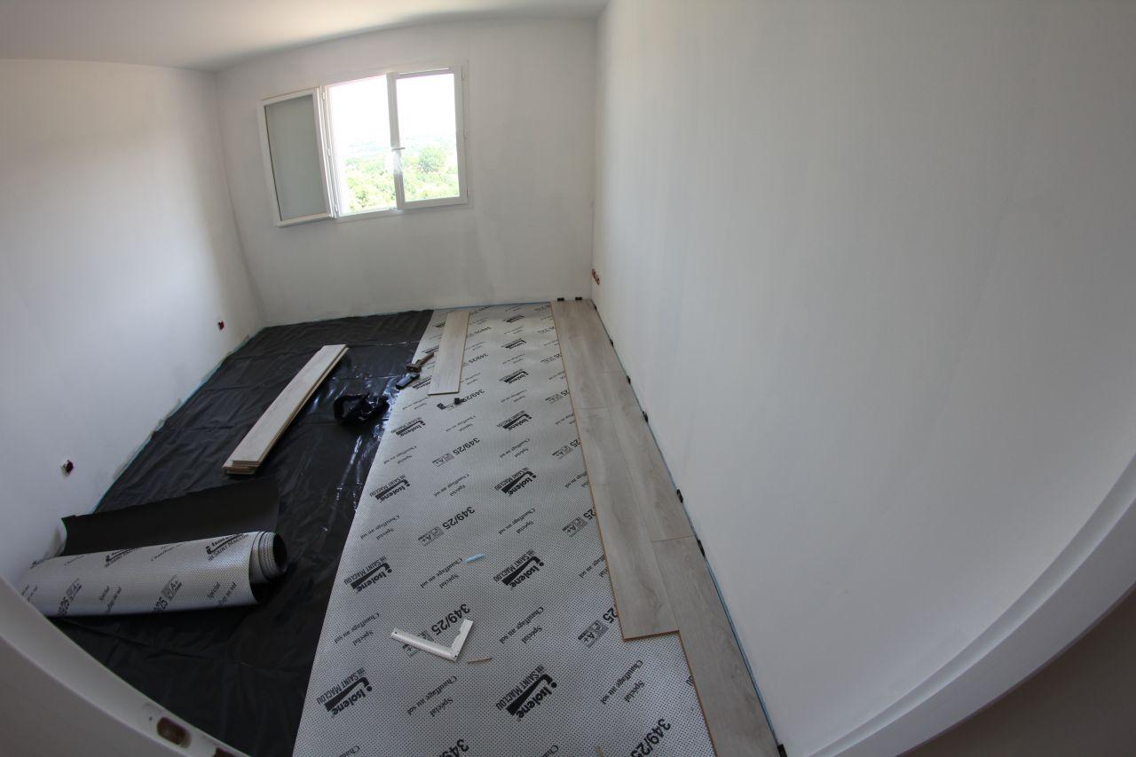 Parquet chambre et dressing parquet chambre 2 allier for Parquet flottant pour chambre