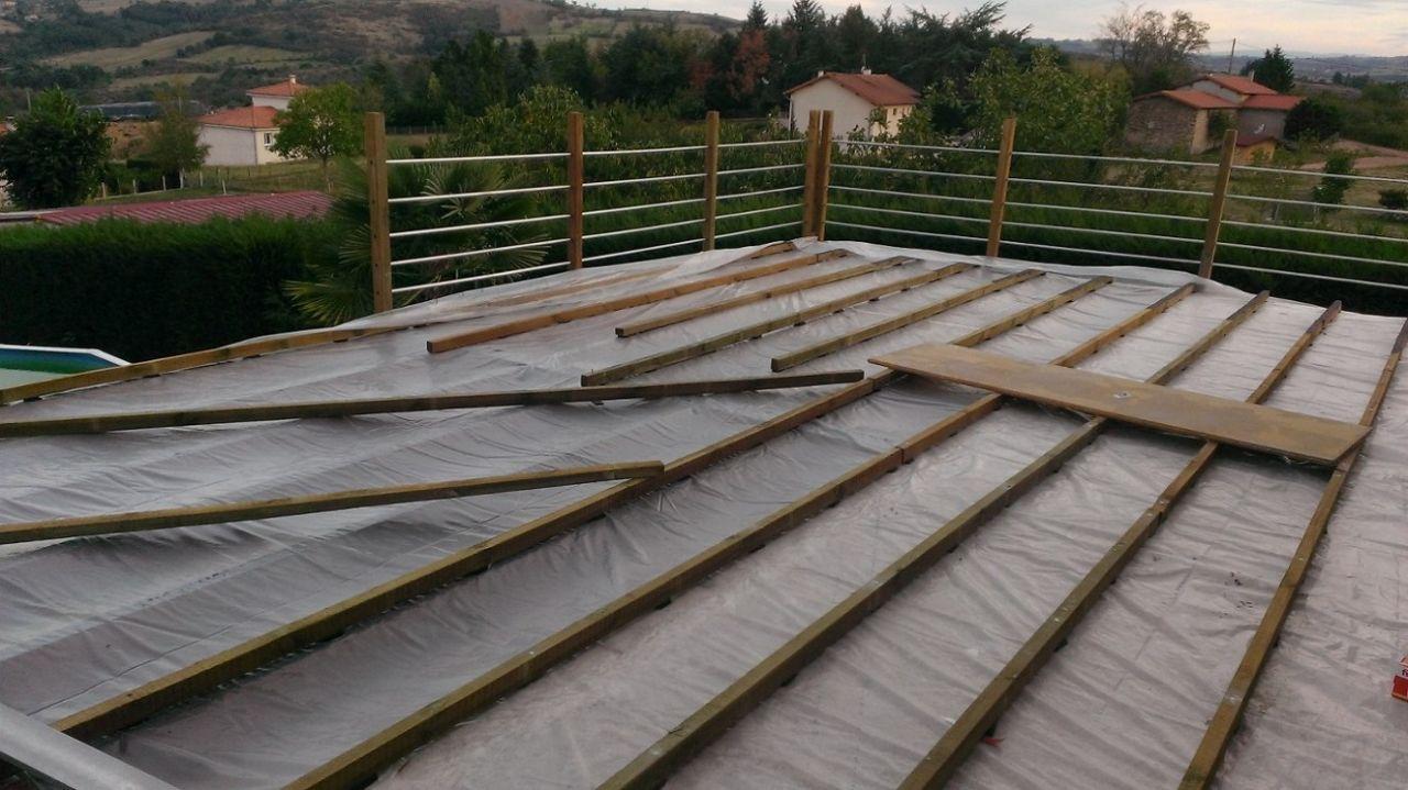 Extension en bois d 39 un balcon b ton roanne loire - Agrandir une terrasse surelevee ...
