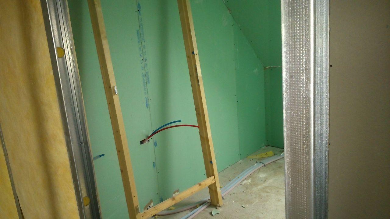 salle de bain à l'étage : emplacement des 2 vasques