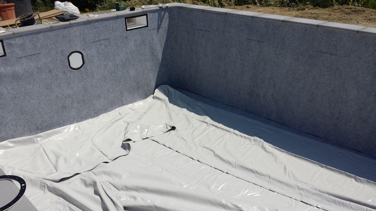 Carrelage des chambres pose de la cuisine piscine for Pose de liner de piscine