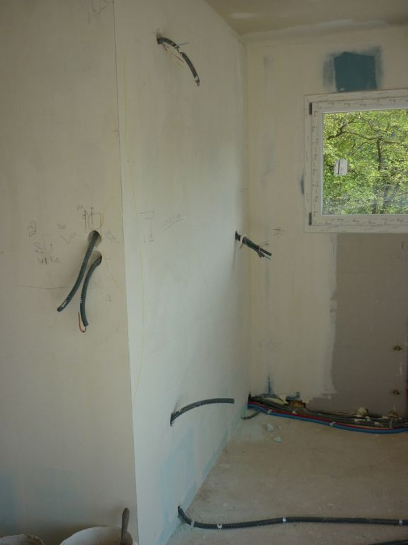 En exemple, les gaines électriques pour le côté gauche de la cuisine.