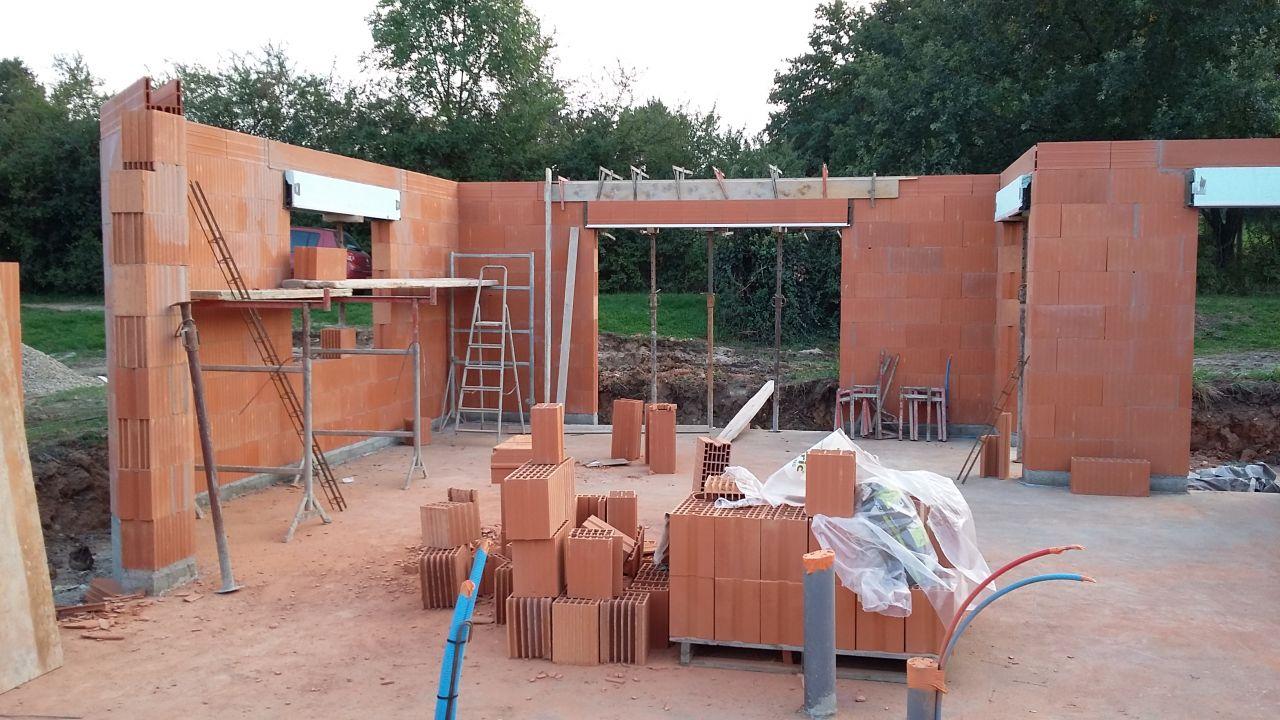 construction maison individuelle plain pied sur cave commelle vernay loire. Black Bedroom Furniture Sets. Home Design Ideas