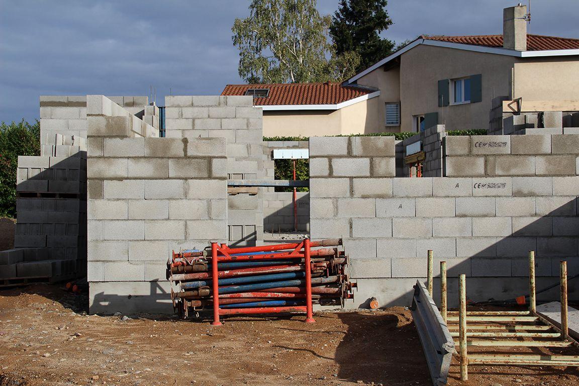 Elévation des murs côté entrée de la maison