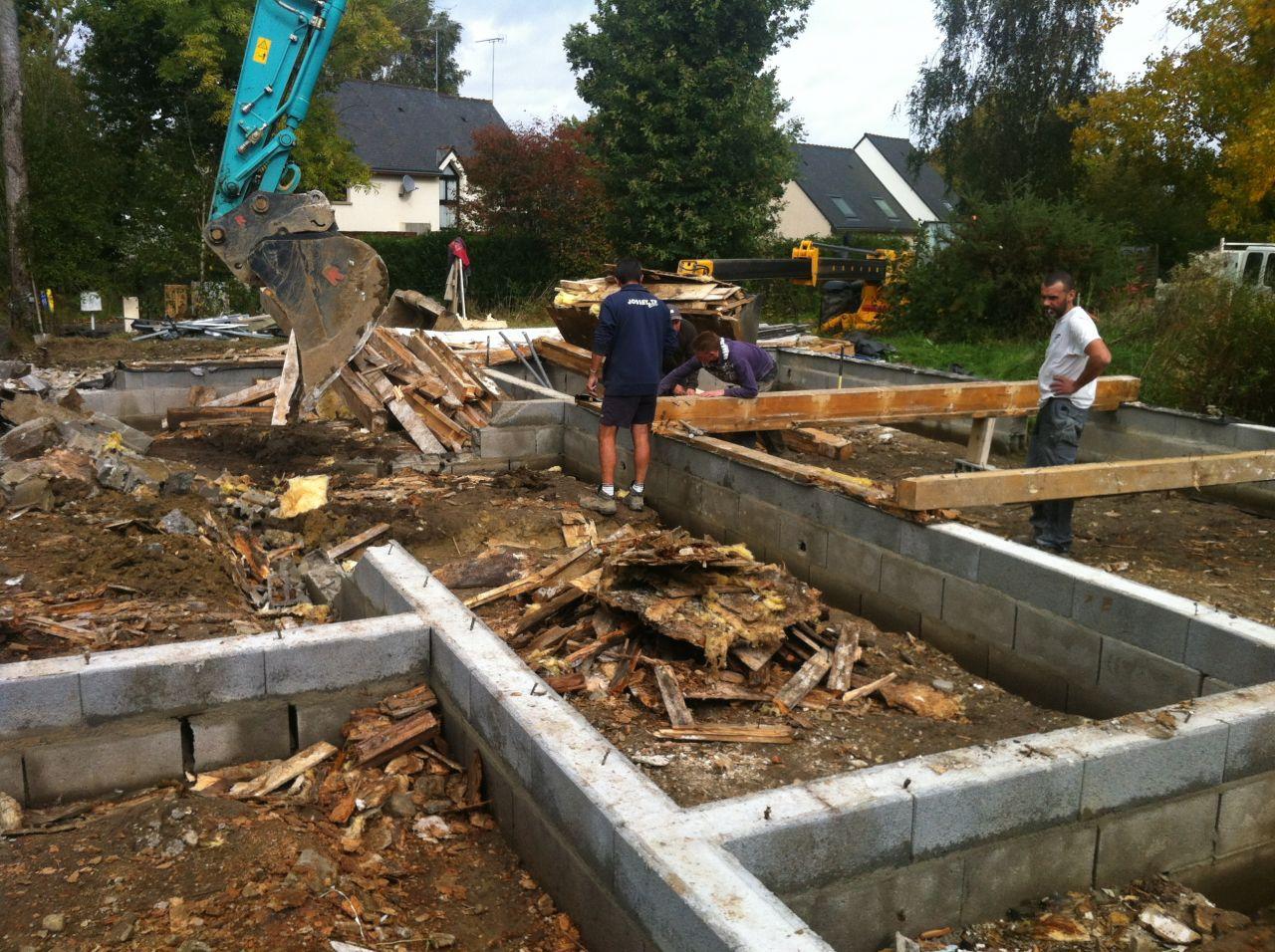 L'équipe de démolition n'avait jamais vu un tel état des matériaux pour une maison de moins de 3 ans !