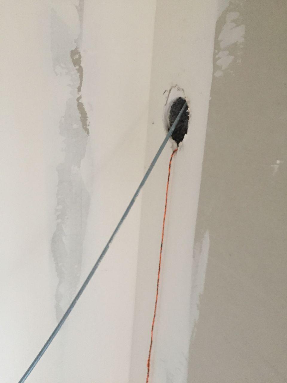 Passage De Cable Dans Cloison comment passer des gaines élec derrière ba13 + polystyrène