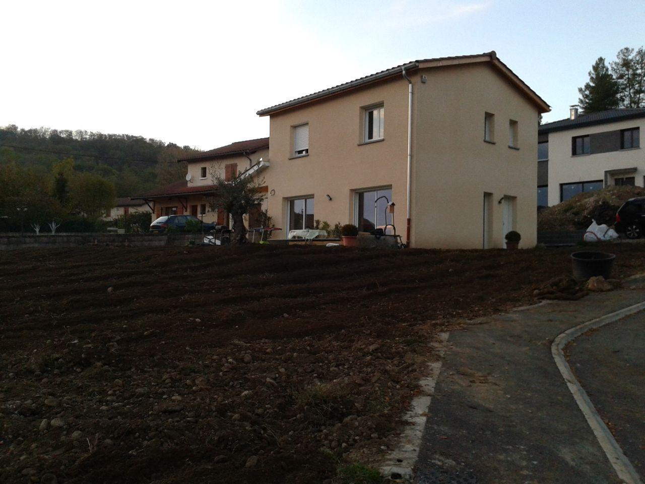 Photo pr paration du terrain avant gazon v g taux plantation haies ain 1 - Preparer son terrain avant pelouse ...